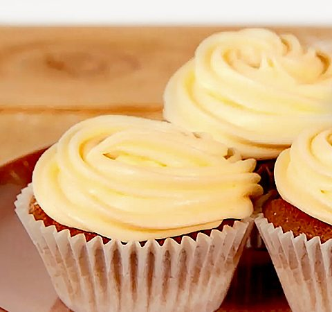Cupcakes-and-cream-cheese-frosting.jpg