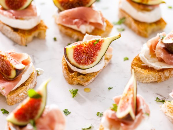 Maple-fig-prosciutto-and-goats-cheese-crostini-1.jpg