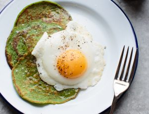 Spinach pancakes with maple and eggs