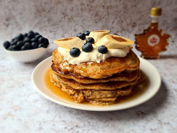 Banana wholegrain pancakes with maple